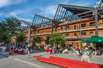 Halle pajol à Paris, bâtiment à énergie positive en bois