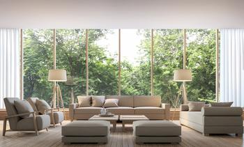 Salon avec fenêtre panoramique